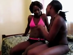 Kinky African girls fingering each other