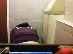 Girl on toilet voyeur scenes pissing and drying out cunt