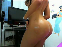 look-alike gets naked on cam